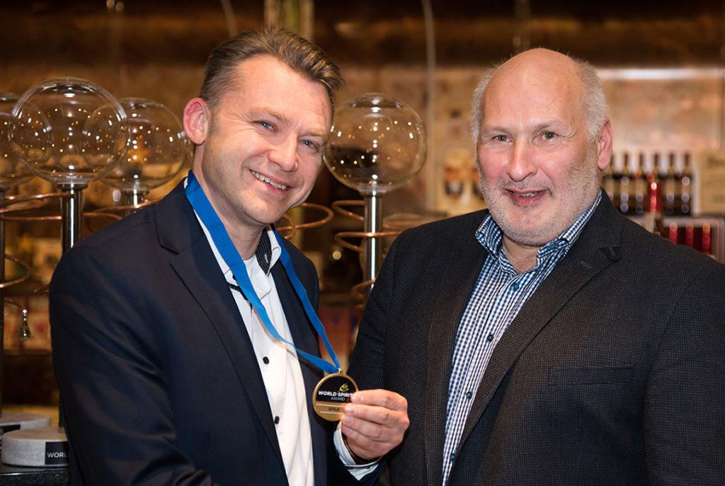Lutz Thielemann nimmt World Spirits Award entgegen